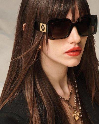 versace-occhiali-da-sole-donna-collezione-primavera-estate-2021